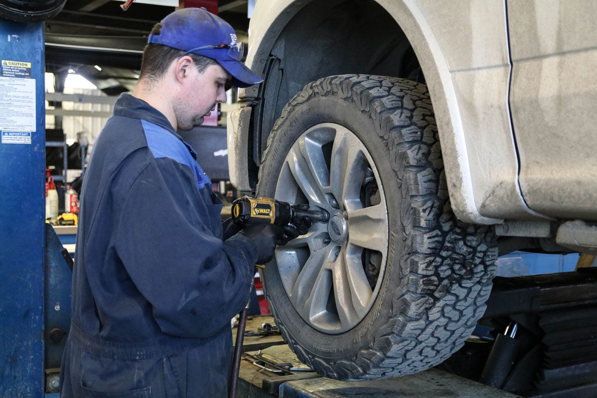 Difference between Quick Lane or Main Service in River City Ford - auto maintenance in Winnipeg